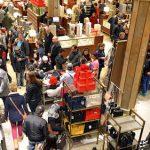 Đáng sợ cảnh xếp hàng mua sắm ngày Black Friday tại Việt Nam