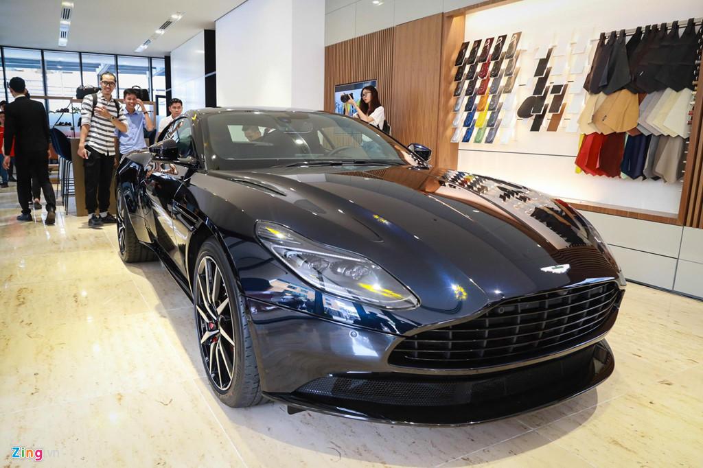 Siêu xe Aston Martin DB11 vừa ra mắt tại VN, giá 15,7 tỷ đồng