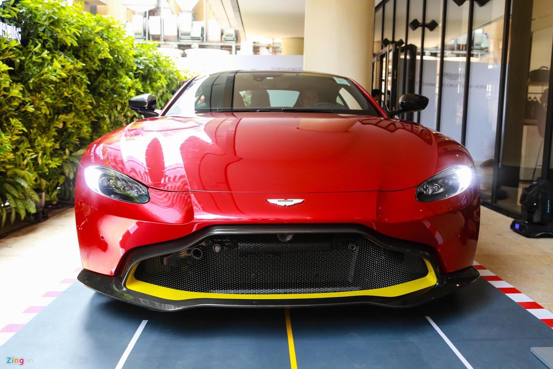 Cận cảnh Aston Martin Vantage V8 chính hãng giá 14,9 tỷ đồng tại VN