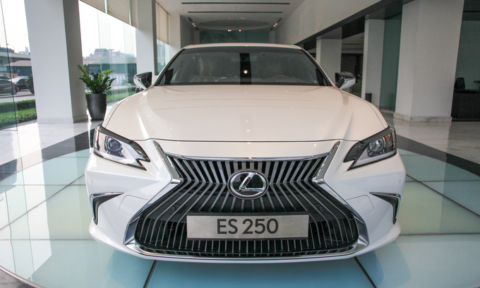 Lexus ES250 2019 giá 2,5 tỷ đồng - trẻ hóa xe sang Nhật
