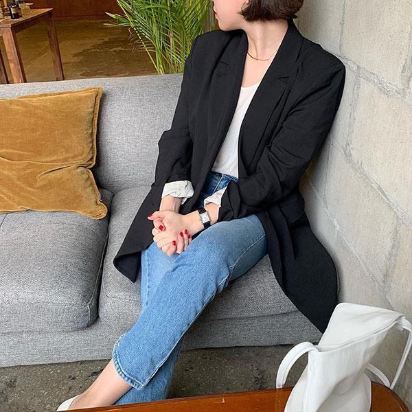 Có đến 4 style khác nhau từ cặp bài trùng quần jeans + blazer phục vụ các chị em công sở