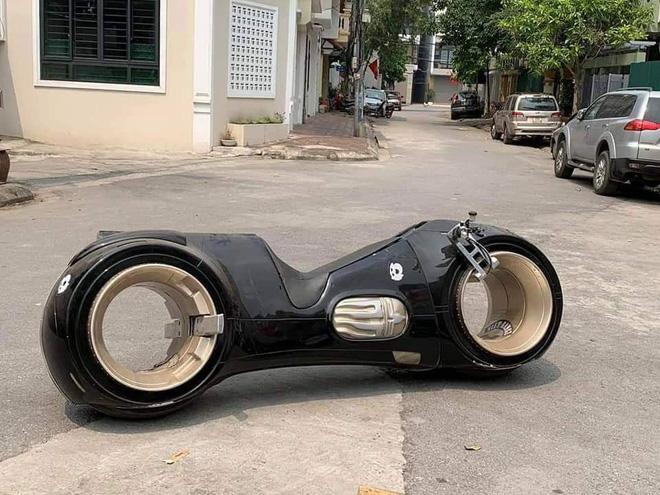 Siêu mô tô 2,7 tỷ lăn bánh lần đầu tiên tại Việt Nam, chủ nhân của nó khiến số đông tò mò