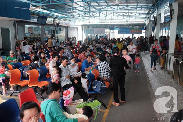 Hàng ngàn bệnh nhi đi viện vì tiêu chảy, sốc nhiệt tại TP.HCM: Cảnh báo những căn bệnh mùa nắng nóng