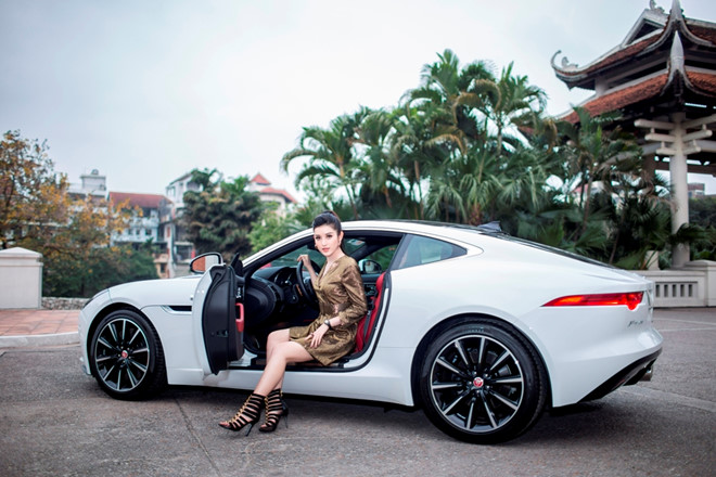 Á hậu Huyền My bỏ Mercedes-Benz, 'lên đời' Jaguar F-Type hơn 6 tỷ