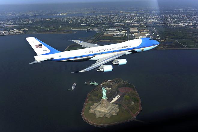 Air Force One tốn 2,4 triệu USD để bay đến Việt Nam