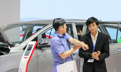 Những chiêu moi tiền khách Việt khi mua ôtô