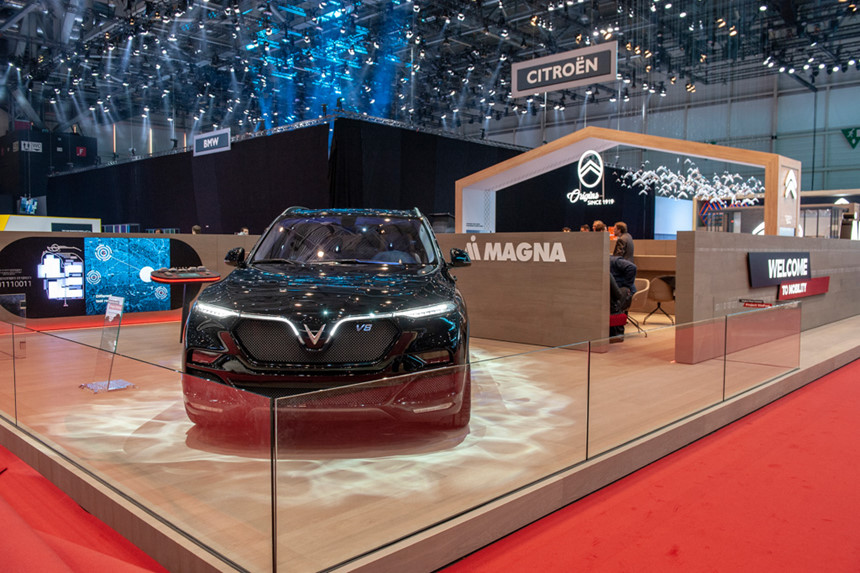 VinFast ra mắt xe tại Geneva trong gian trưng bày của đối tác Magna