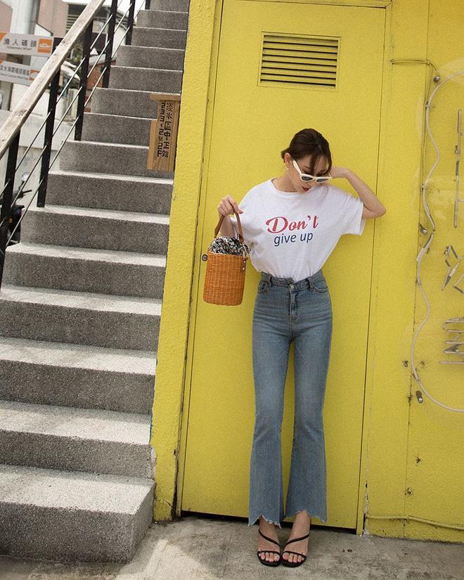 Đâu cần nghĩ nhiều, bạn cứ diện áo phông theo 4 công thức sau là đảm bảo trẻ xinh và sành điệu