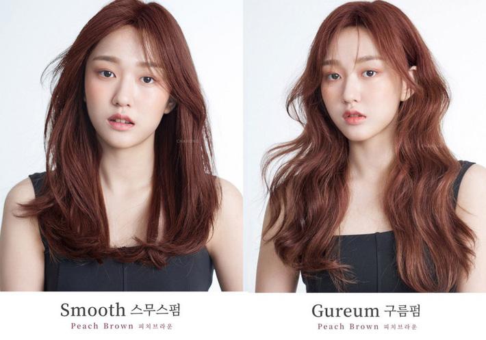 Thử nhuộm tóc nâu đào xinh muốn ngất đi, chắc chắn bạn quên mọi tông nâu đỏ, nâu rêu truyền thống