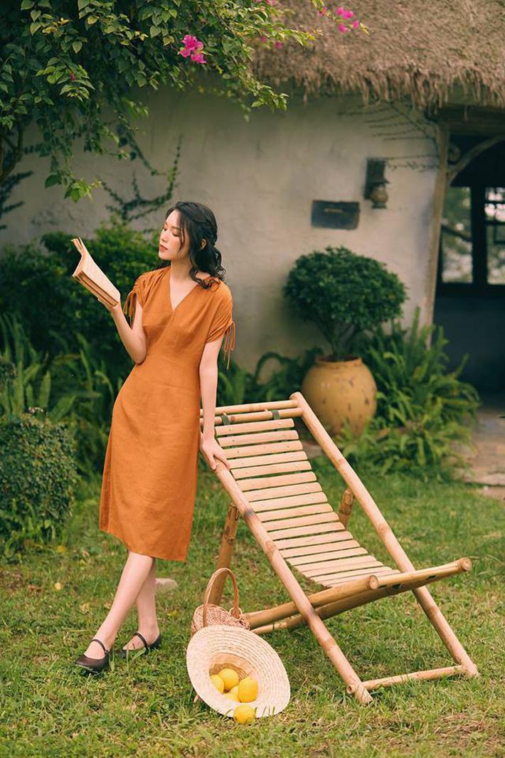 Tháng 4 về gió hát mùa hè, các nàng chờ gì mà chưa xinh tươi với 20 mẫu váy liền từ các thương hiệu Việt