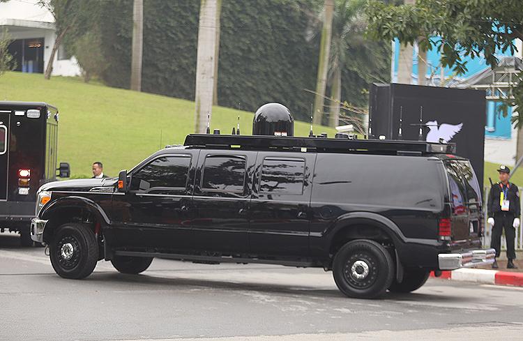 Giải mã xế lạ hộ tống Tổng thống Mỹ tại Việt Nam