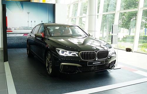 BMW M760Li xDrive - mẫu sedan thể thao thực thụ
