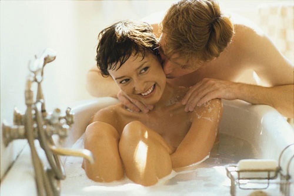 4 điều giúp các cặp đôi cuồng say khi quan hệ trong nhà tắm