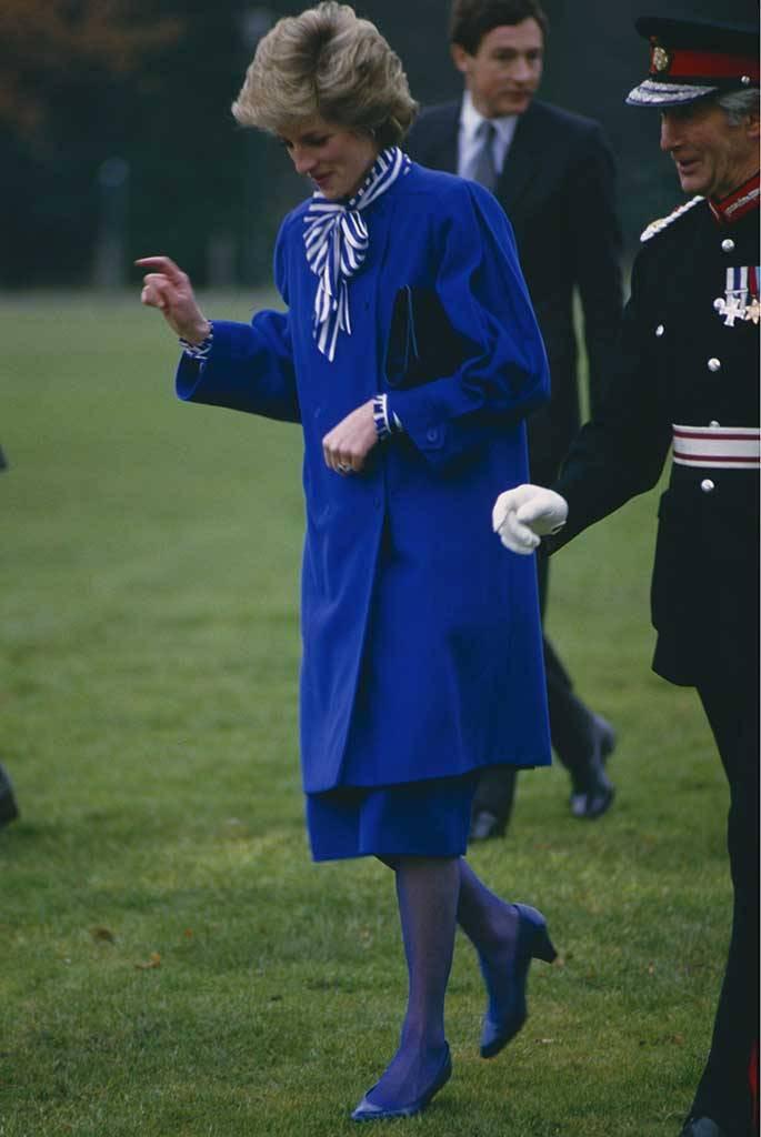Lúc sinh thời, Công nương Diana 'chất chơi' đến đâu? Ta cứ nhìn màu tất da chân 'chóe lọe' của bà thì biết